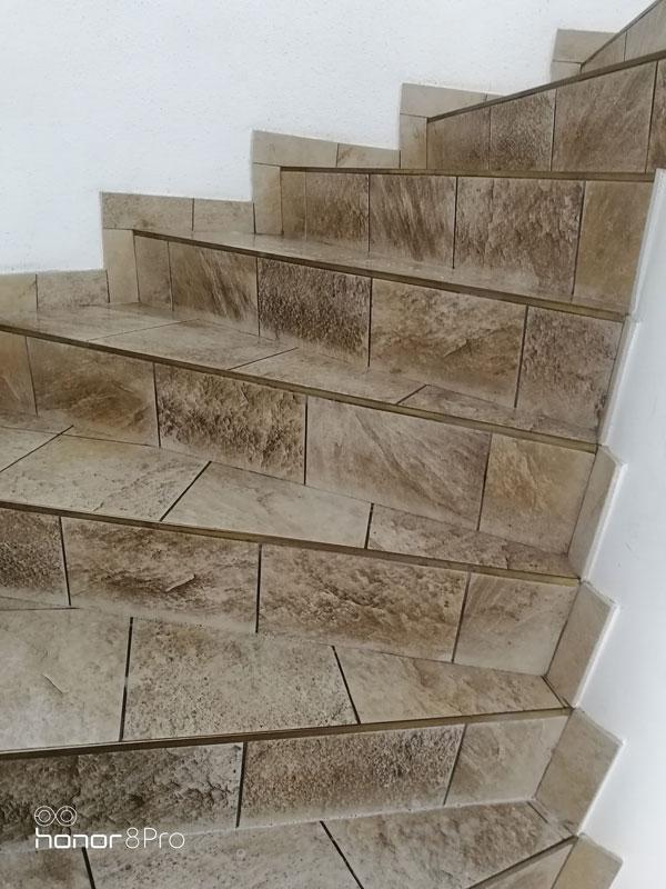 NKM nettoyage - décapage escalier avant
